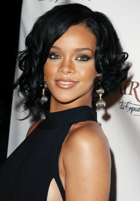 http://www.pageantrymagazine.com/assets/images/YourLook/makeup/2007/d07/d07_rihanna.jpg