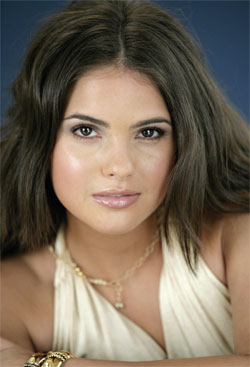 shelley hennig фото